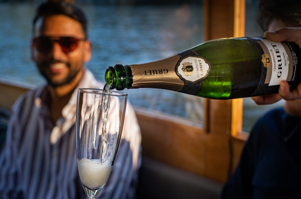 amsterdam boat tour drinks
